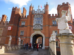 Private tours to Hampton Court Palace by car